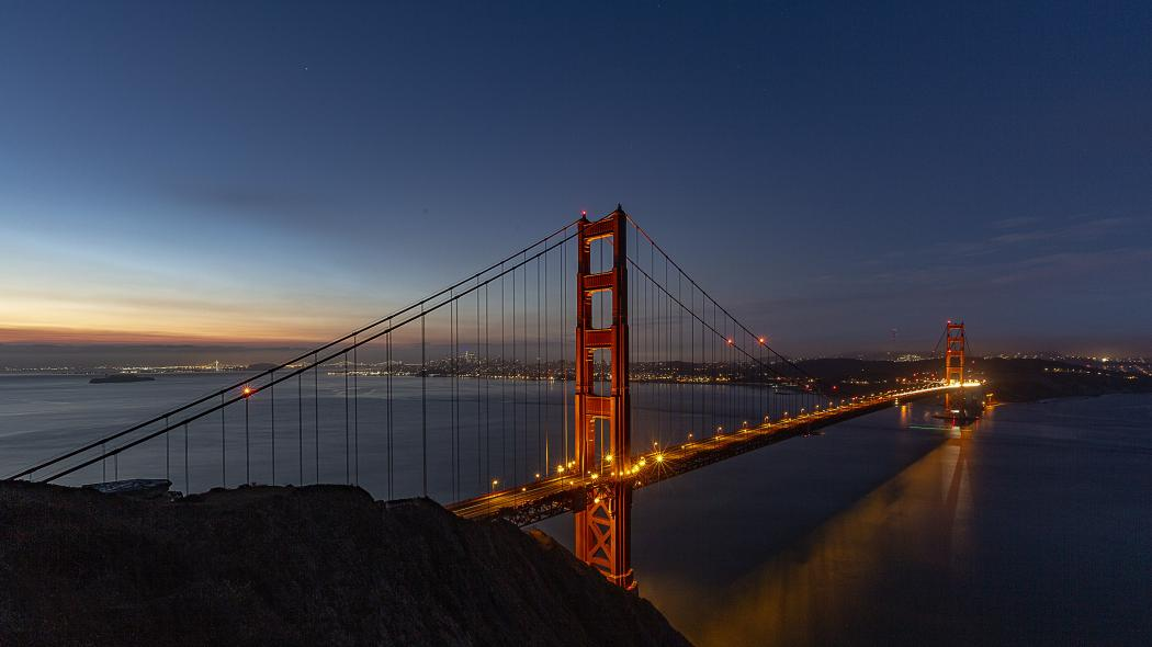 Golden Gate Bridge before sunrise